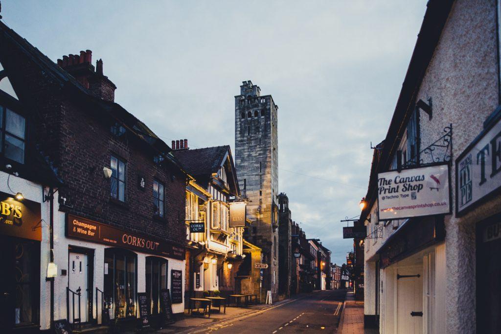 knutsford high street , shops , bars , pubs